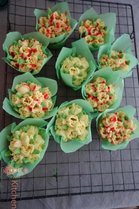 Nifty Nozzles Eierlikör Mango Cupcakes Tulpen (14)