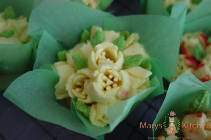 Nifty Nozzles Eierlikör Mango Cupcakes Tulpen (17)