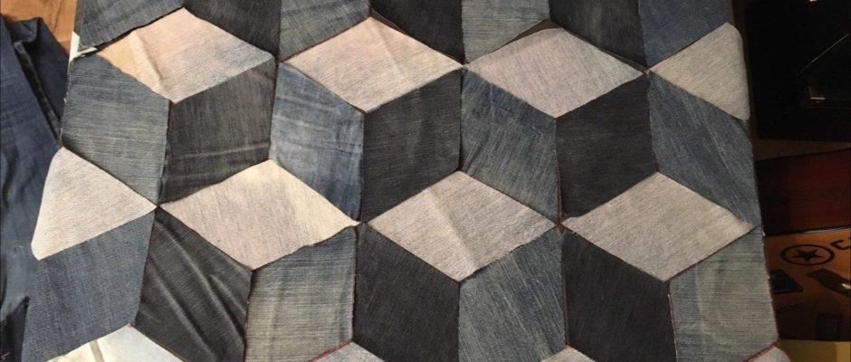 Stoffspielerei: Geometrie mit Jeans fürs Wohnzimmer